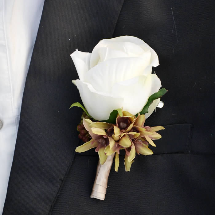 1 Set 2pcs Artificial Silk White Flower Prom Corsages Wedding Groom Corsage Men Brooch Boutonniere 10colors FW152 In Bouquets From Weddings