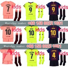 Crianças 2019 18 crianças kit camisa Barcelona futebol jersey terceiro 2018  Barcelonaes COUTINHO A. INIESTA SUAREZ MESSI terceir. 86a3bf0117e30