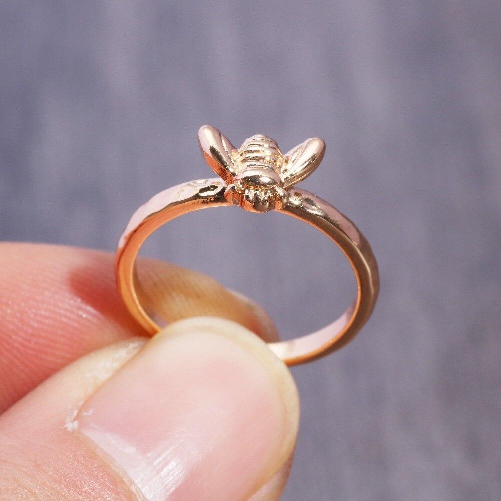 1 Pcs Einfache Tiny Solid Gold Farbe Kupfer Bee Finger Ringe Gold Gehämmert Band Stapeln Ringe Hochzeit Jahrestag Schmuck Elegantes Und Robustes Paket