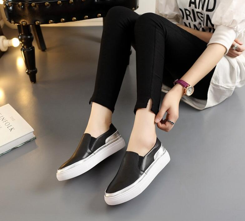 The new Leather Flat Foot Loafers High quality women's leather shoes black silver flat shoes soft bottom student shoes