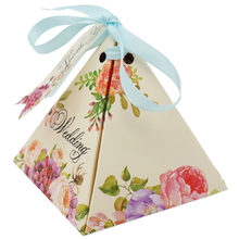 50pcs Kraft DIY paper Triangular Flower Gift Box with Ribbon Wedding Candy Box Favors and Gifts Bag Packaging Party Decorations(China)