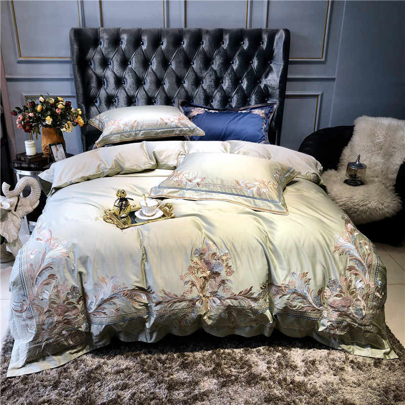 Champagne Blue and White Luxury Royal Embroidery 100s Egyptian Cotton Palace Bedding Suit Down Quilt Bed Sheet/Flax Pillow Cove