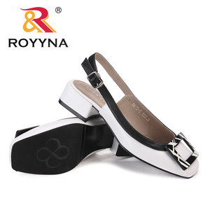 Image 4 - ROYYNA חדש חידוש סגנון נשים סנדלי עקבים כיכר Femme קיץ נעלי מתכת קישוט Feminimo כפכפים מהיר משלוח חינם