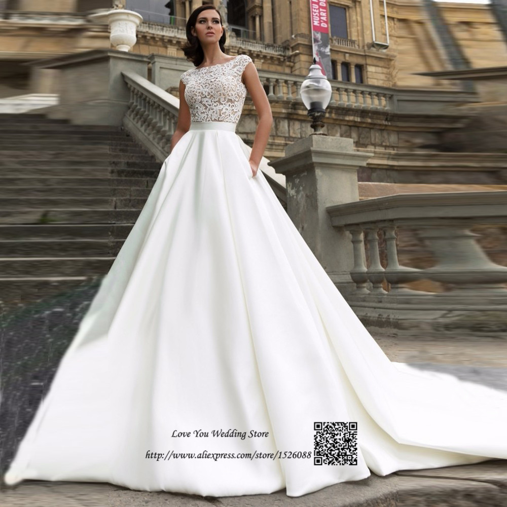 great options wedding dress pockets wedding dress with pockets If you want to move freely a short wedding dress is very good choice You do not need to worry with your dress when moving around or dancing
