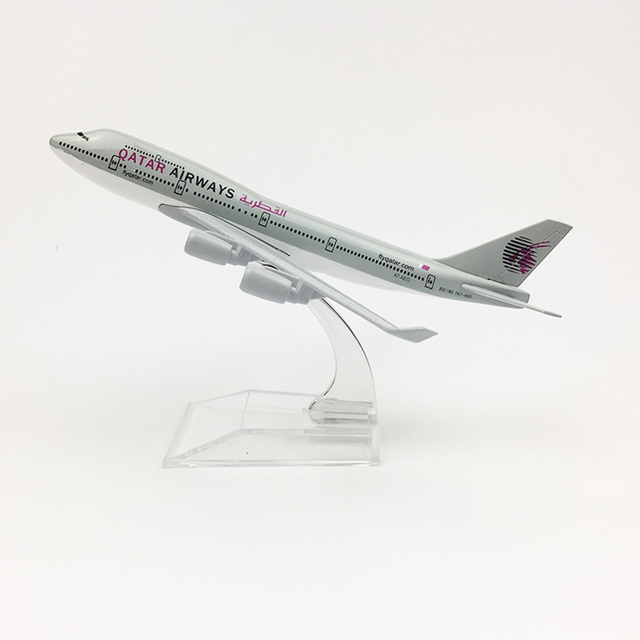 Free shipping Qatar Airways aeroplane model Boeing 747 airplane 16CM Metal alloy diecast 1:400 airplane model toy for children