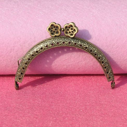 20 PCS Antique Bronze Tone Flower Metal Frame Kiss Clasp Lock Handle Purse Bag Flower Bag Parts & Accessories 8.5x6cm(China)