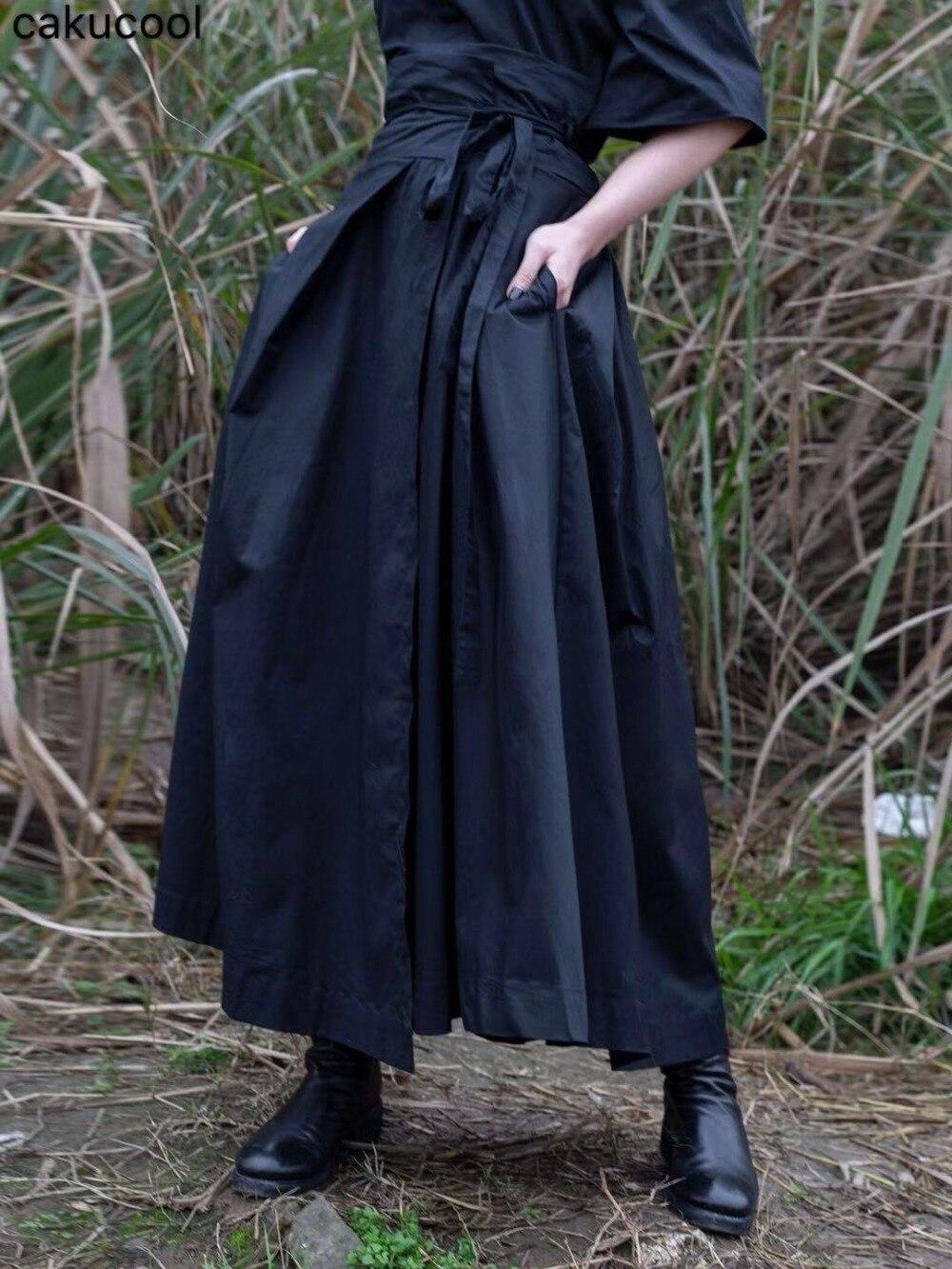 Cakucool 새 여성 일본식 스커트 가을 비대칭 디자이너 블랙 스트라이프 찢어진 가장자리 streetwear 미디 스커트 여성용-에서스커트부터 여성 의류 의  그룹 1
