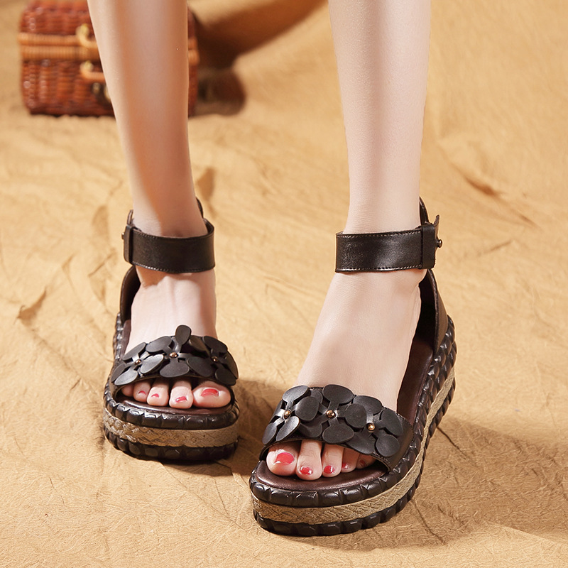 2018 new womens shoes leather sandals flowers toes casual shoes waterproof table slopes and Rome sandals
