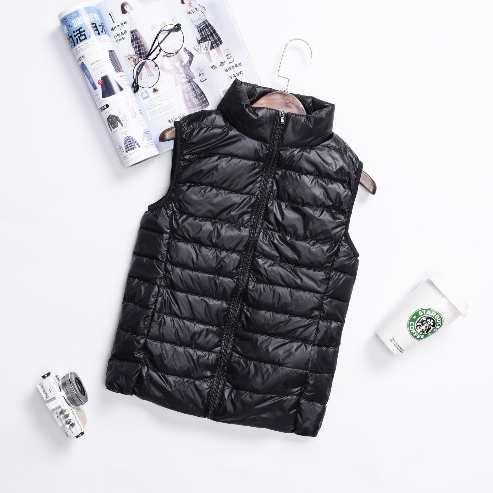 Aliexpress.com  Comprar 2018 sin mangas corto ultraligero mujer raya ropa  de invierno pato blanco abajo chaquetas mujeres Slim sólido Zip abrigos  chaquetas ... 79b752488e3