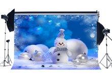 Photographie toile de fond noël bonhomme de neige boules blanches flocons de neige bleu neige floue décors de noël fond sans couture