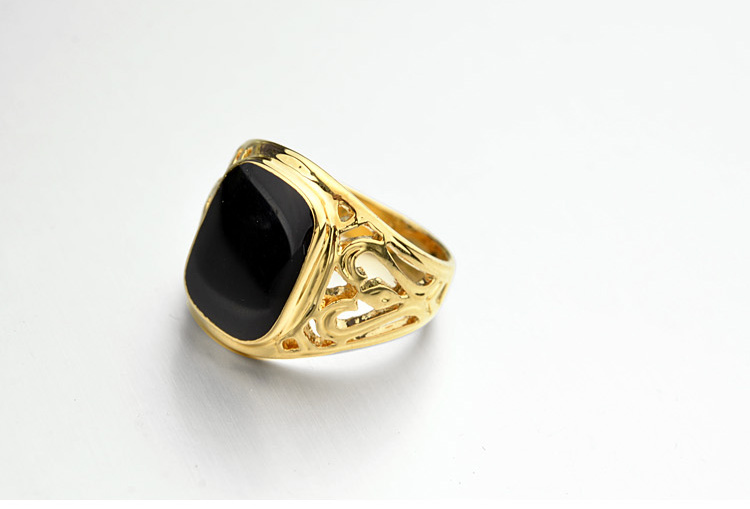 Gold-Italina-Ring-With-Pattern-And-Glossy-Black-Square-3