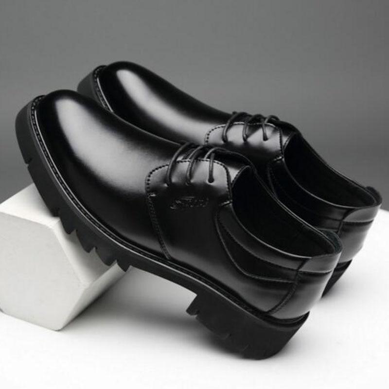 Zapatos de cuero para hombre primavera ropa de otoño zapatos planos aumento de altura impermeable planta gruesa zapatos de cuero transpirables zapatos antideslizantes Botines blancos de cuero partido suave para mujer, botas de moto para mujer, zapatos de Otoño Invierno para mujer, botas Punk para moto, primavera 2020