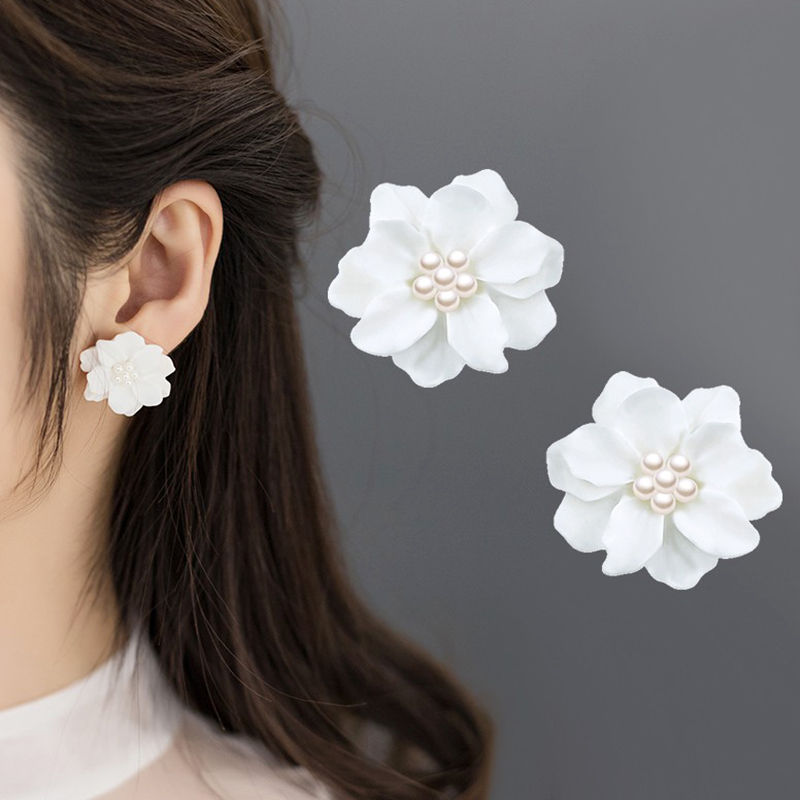 Allergy Free 1Pair New Fashion Big White Flower Earring High Quality Exquisite Unique Hot Sale Women And Girls Graceful Wedding