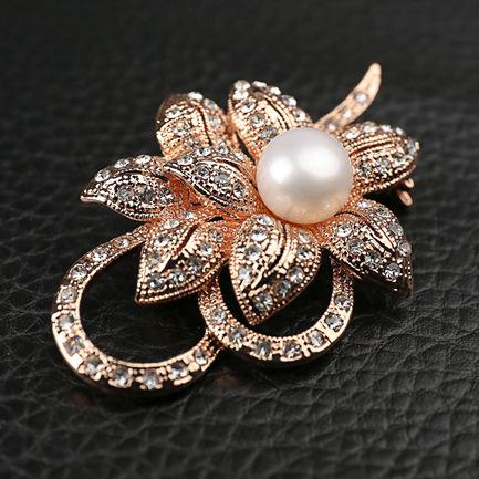 Pérolas de água doce jóia da liga de cobre com chapeamento de ouro CZ diamante broches de flor para mulheres mulheres de luxo do ornamento