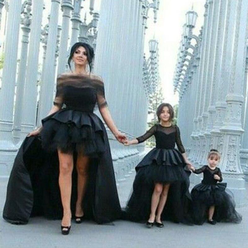 Di lusso Da Sposa Su Misura Una Linea Wedding Gown Maniche Lunghe Abito Madre Figlia Corrispondenza Abbigliamento Famiglia Sguardo Ragazza e La Mamma Abbigliamento