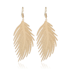 NEW 2019 Exaggerated personality alloy feather fashion earrings Simple temperament tassel big