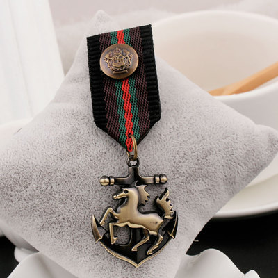 28eba68c738f0 Top Quality Horse and Anchor Military Badge Medal Army Men   Women Badges  Pin Broches Mujer Brooches Al Por Mayor Free Shipping