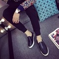 Nueva venta Caliente de Los Hombres planos ocasionales zapatos de moda se deslizan en los holgazanes tablero del dedo del pie redondo zapatos tamaño 39-44 negro blanco Hombres Vulcanizan Los Zapatos