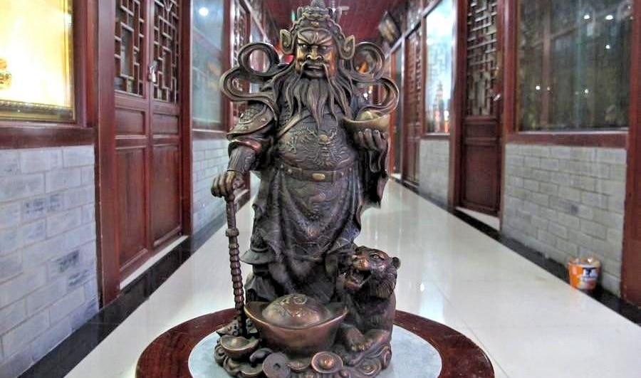 Chinese Bronze Copper tiger Money Yuanbao Guan Gong God of wealth buddha StatueChinese Bronze Copper tiger Money Yuanbao Guan Gong God of wealth buddha Statue