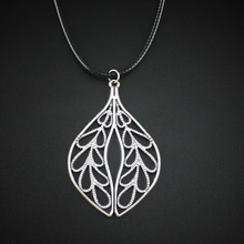 2017 New Women Men Jewelry Vintage Silver Tone Hollow Out Leaf Pendant Short Necklace DY29 Free Shipping