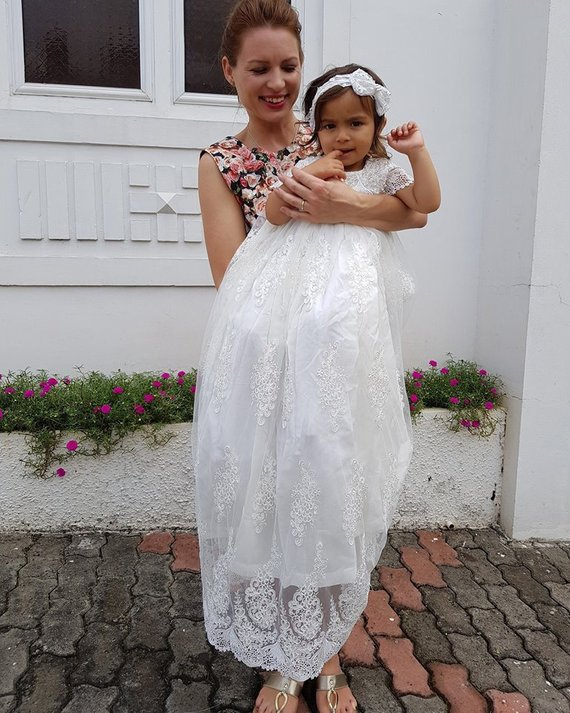 New White Infant Christening Dress Baptism Gown for Baby Girls Lace Floor Length Girls Birthday Dress Communion with Headpiece heirloom baptism dress baby girls royal christening gown floor length blush ivory lace baby girls birthday gown with headpiece