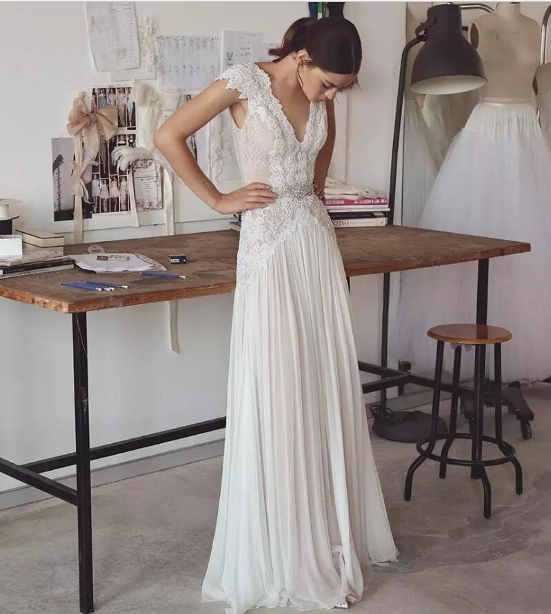Dos nu robes de mariée en mousseline de soie légère dentelle Aplliques Cap manches Sexy décolleté en V avec cristaux taille robes de mariée gaine jupe