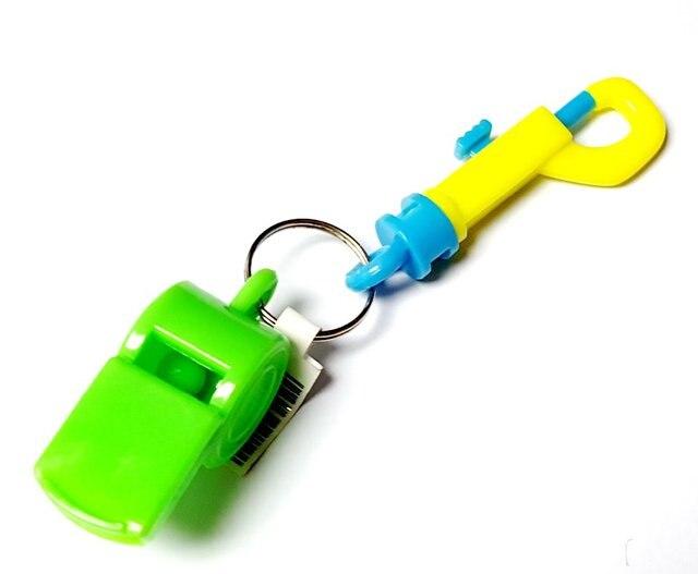 Sifflet en plastique 12 pièces | CLIP pivotant en plastique, porte-clés à mousqueton, porte-clés combinaison de sport, Jogging, fête danniversaire cadeau, Pinata sac de remplissage