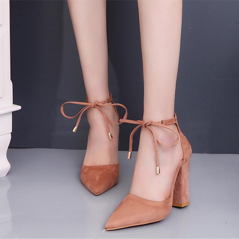 eb4ca2690 Mulheres Bombas Sexy Sapatos de Salto Alto senhoras Mulher sapatos de Festa  de Casamento Da Bomba Do Dedo Do Pé Rendas Até Ponto Preto 35-43 chaussures  ...