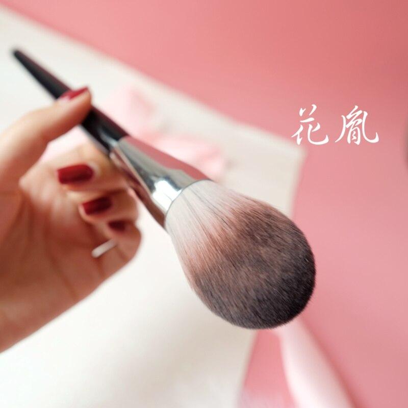 Professional Black Retro Style Loose Powder Makeup Brushhigh Gloss Blush Brush Super Soft Fiber Flame Shape