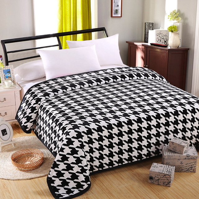 40 New Hot Free Shipping Houndstooth Warm And Soft Blanket On Bed Mesmerizing Black And White Houndstooth Throw Blanket
