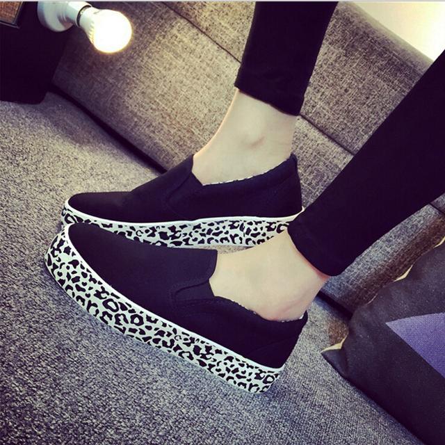 2016 la primavera y el otoño de la muchacha zapatos de lona de color rojo leopardo causales calzado cómodo resbalón en el zapato de calle
