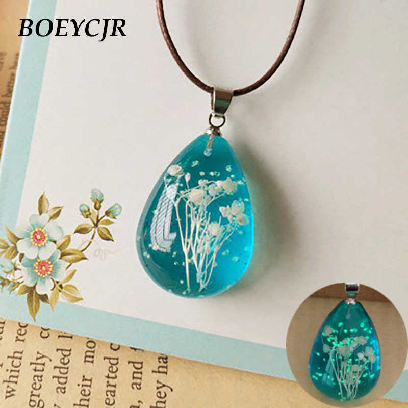Collier en résine et fleurs séchées BOEYCJR fait à la main pendentif lumineux dans le noir collier en perles collier pour femmes cadeau