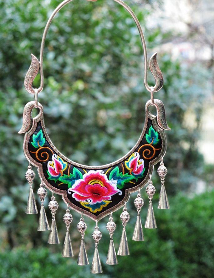 Style populaire brodé rétro collier bijoux Miao Miao argent pendentif chaîne caractéristique