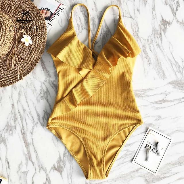 CUPSHE счастливый конец Желтый Твердые Цельный купальник Falbala V шеи рюшами сексуальное бикини 2018 женские пляжные ванный комплект купальники