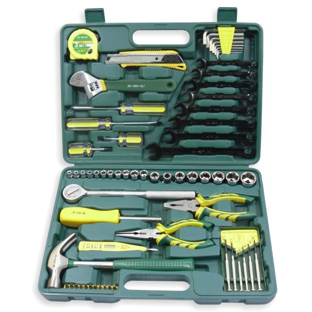 Sixty-six pieces of vehicle maintenance toolbox   Auto repair hardware combination tool suit