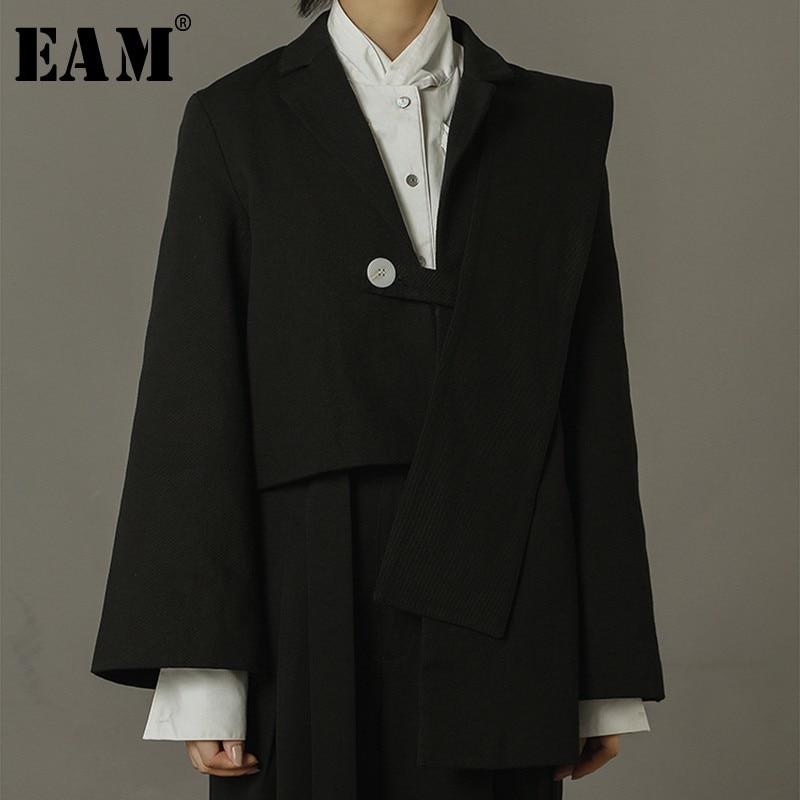 [EAM] 2018 New Autumn Women Fashion Tide Asymmetric Length One-sided Shawl Turn-down Collar Single Button Short Coat LA142