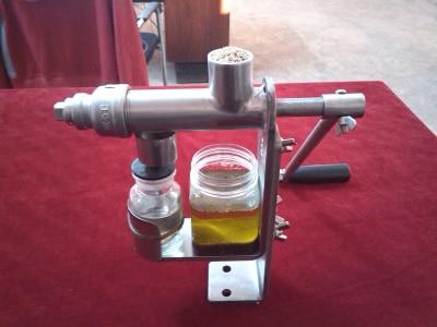 Manual Oil Presser Peanut Nuts Seeds Oil Press Machine Oil Extractor Machine HY-03 automatic nut seeds oil expeller cold hot press machine oil extractor dispenser 350w canola oil press machine