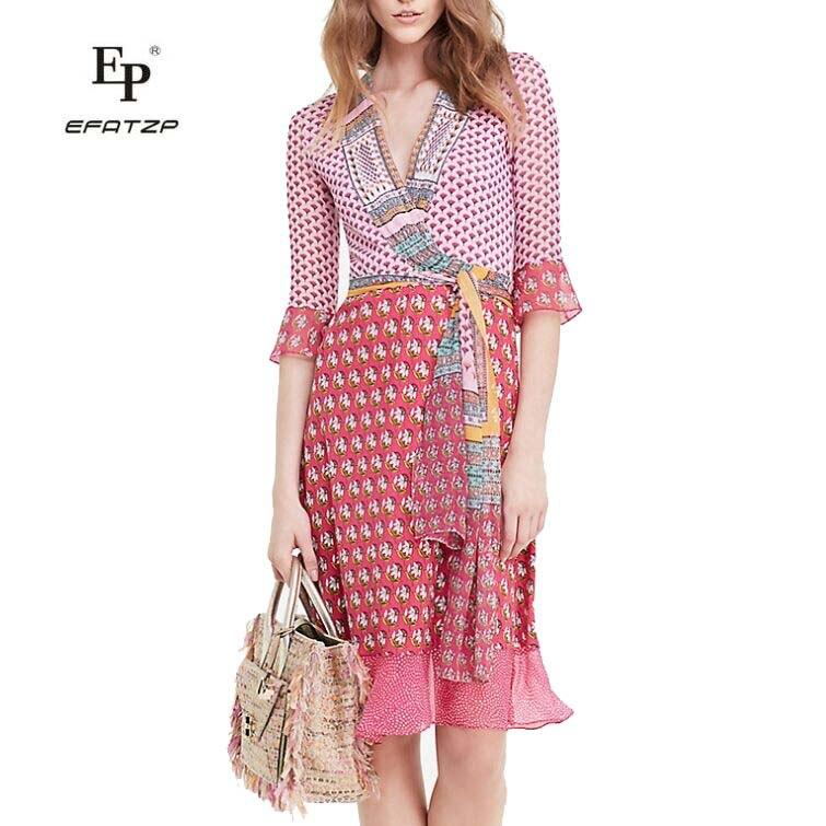 EFATZP جديد أزياء 2018 مصمم الوردي الأزهار طباعة المرقعة نصف كم المرأة الحرير التفاف اللباس مع حزام-في فساتين من ملابس نسائية على  مجموعة 1