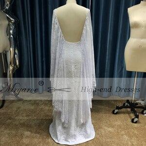 Image 2 - Mryarce nowe unikalne francuskie koronkowe suknie ślubne w stylu boho bez pleców przednia szczelina boho chic suknie ślubne z peleryną