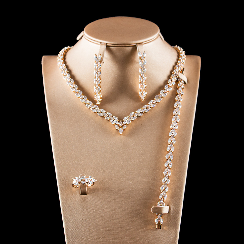 2018 étincelant Zircon complet collier boucles d'oreilles Bracelet bague femmes or argent couleur bijoux ensembles