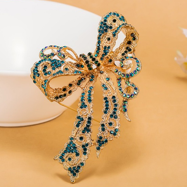 Hot Selling Women Bridal Brooches Jewelry Cute Bow Rhinestone Crystal Pin  Brooch Women Party Gifts Brand 1f18c3ed8e90