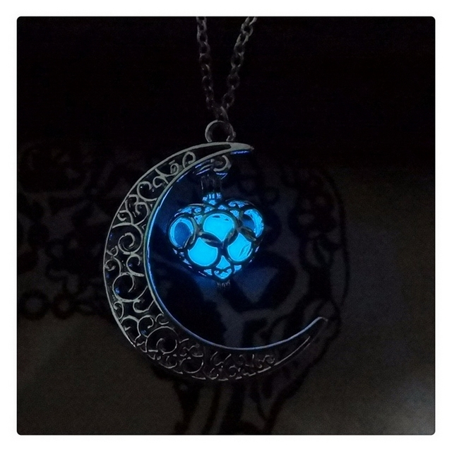 1pcs Crescent Moon Dark Luminous Necklaces Sky Blue Color Chain Necklace Glowing In Pendant Collares Jewelry