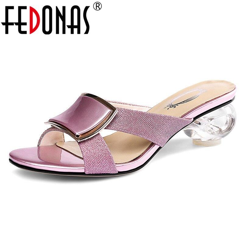 FEDONAS الكلاسيكية جولة اصبع القدم غريبة نمط النساء الصنادل 2019 الصيف الأزياء موجزة بو الجلود عالية الكعب الانزلاق على أحذية الضحلة-في الكعب المتوسط من أحذية على  مجموعة 1