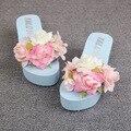 2016 Verão Nova Mão Flores Cunhas Azuis Sapatos Praia Flip Flops Sandálias de Salto Cunha Mulheres Mais Barato Online