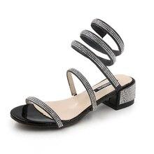 e858ea018e 2018 new snake-shaped enrolamento sandálias femininas grossas com strass  palavra com cobra tipo Romana com sapatos de fadas de v.