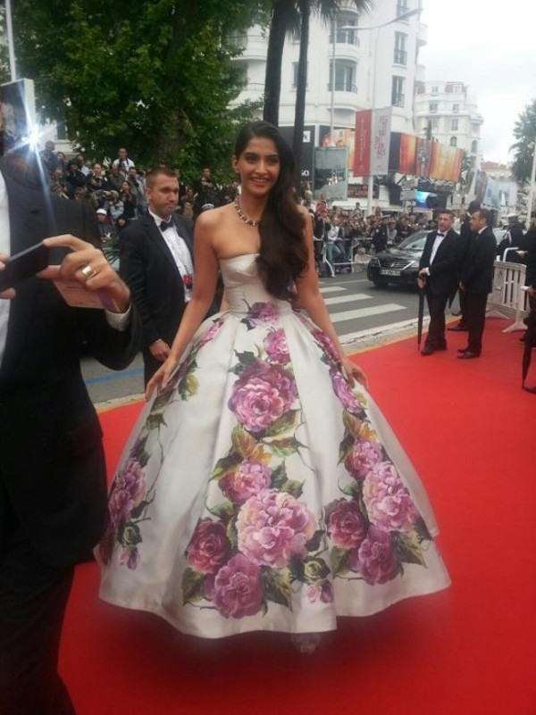 Inspired by Sonam Kapoor Canne Celebrity White with Printed Flowers Ball Gown Red Carpet Dresses 2014 Real