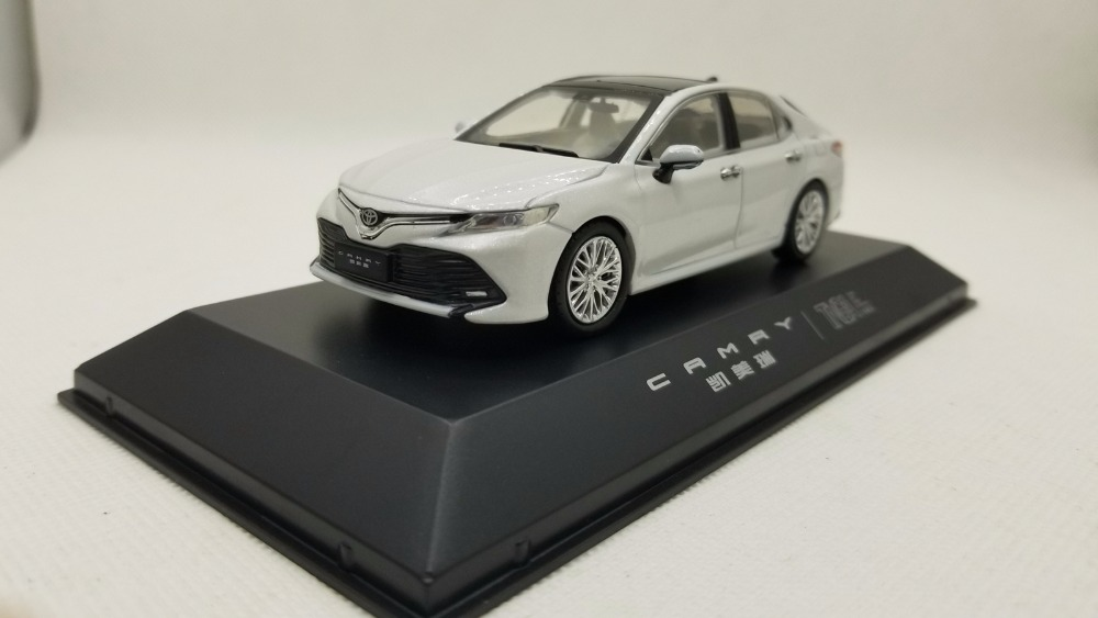 1:43 Diecast Model For Toyota Camry 2018 White 8th Generation Sedan Alloy Toy Miniature Collection Gifts Hot Selling