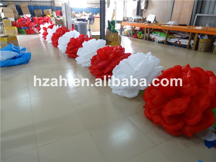 Hot Sale Red And White Inflatable Flower For Party Decoration