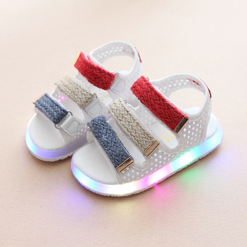 New 2017 European Summer beach LED shoes Soft cute Lovely baby girls boys shoes lighting up clogs kids children sandals 2017 european breathable cute hot sales kids baby shoes soft running led colorful lighting girls boys shoes cute children shoes