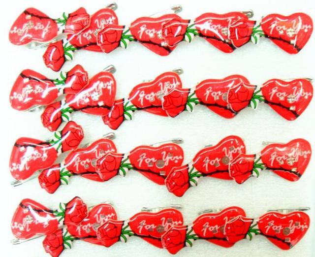 50 Stücke Rote Rosen Liebe Herz Blinkende LED Leuchten Abzeichen/Brosche  Pins Geburtstag Gastgeschenke Valentinstag
